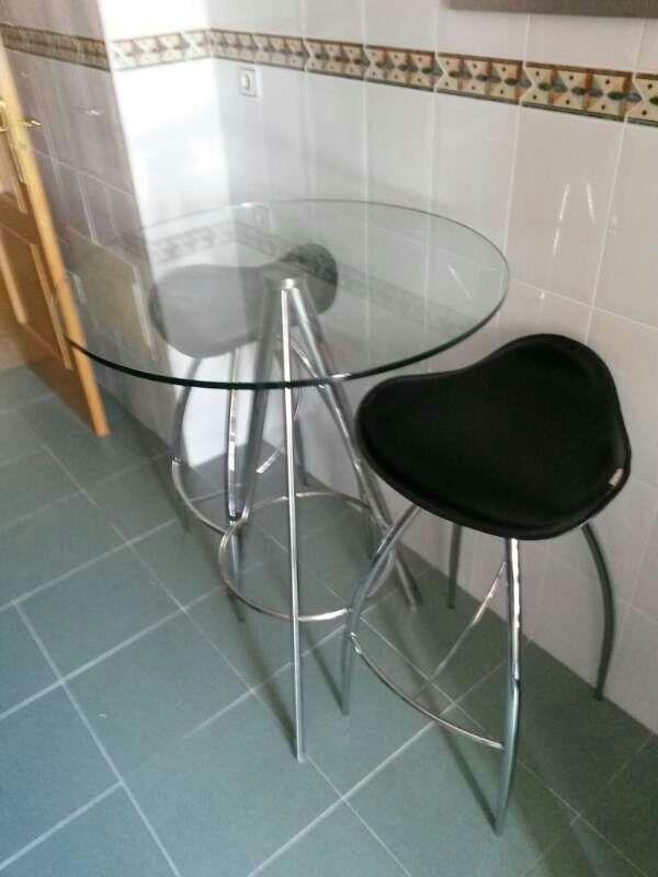 Mesa barra cocina y dos taburetes de segunda mano por 140 € en ...