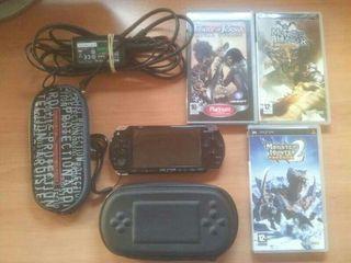 PSP 2000 + 3 juegos + 2 fundas