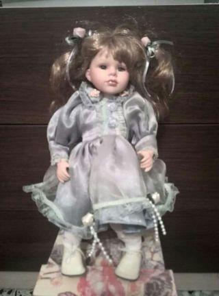 Muñeca de porcelana con musica