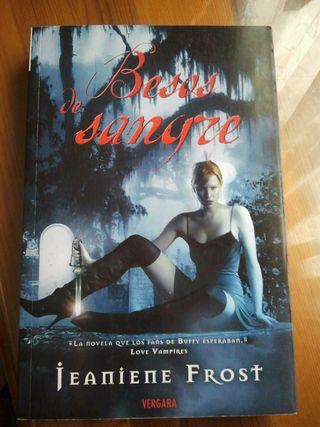"""Besos de Sangre"" de Jeaniene Frost"