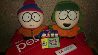 Dos muñecos de la serie SOUTH PARK