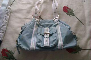 Bolso azul y blanco