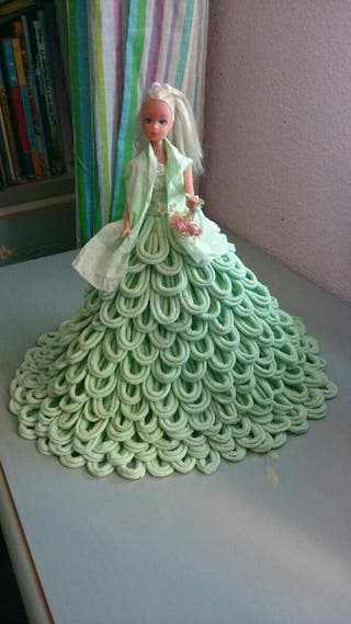 Muñeca con vestido echo a mano