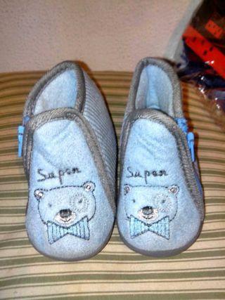 Zapatillas bebé n.18