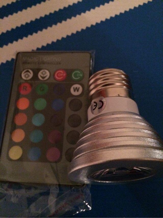 Bombilla Led 16 colores con mando. Bajo consumo. Gadget.
