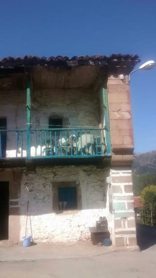 Casa en el pueblo de puentenansa