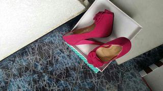 Zapatos de tacon alto.