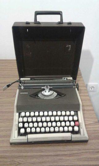 Màquina de escribir Olivetti 2000 s