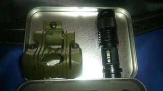 Linterna de luz tactica y soporte para unir a la replica