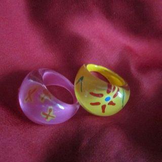 Dos anillos.