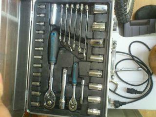 Caja de herramientas.llaves de vaso y fijas.2carra