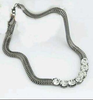 """A Estrenar Collar""""cadena tipo reptil"""" y brillantes"""