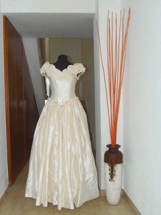 Bonito y práctico vestido de novia