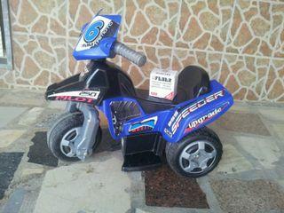 Moto feber de tres ruedas