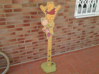 Percha de madera infantil Winnie the Pooh, medida 124cm.