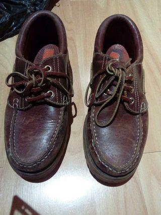 Zapatos náuticos en buen estado