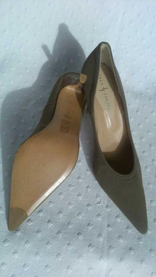 Zapatos Color Topo tacon Rebeca Sanver
