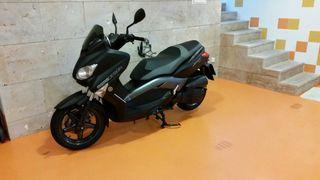 Yamaha x max 125 cc momo design
