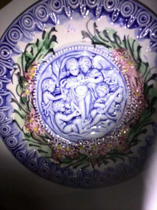 Plato de cerámica toledana pintado a mano