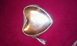 Monedero color plata forma corazon