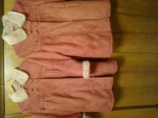 Dos abrigos de niña de la marca Brotes (el corte inglés) tallas 10 y 12, con capucha de quita y pon y con pelito por dentro muy calentitos