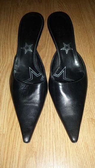 zapato negro piel bershka