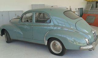 Coche antiguo Peugeot 203