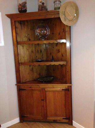 Mueble esquinero madera pino de segunda mano por 125 en for Muebles esquineros de madera