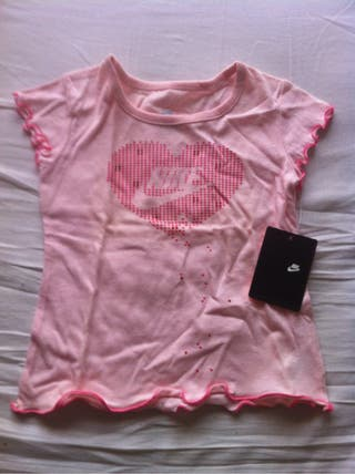 Camiseta Bebe Nike talla 2 costo 18 dolares