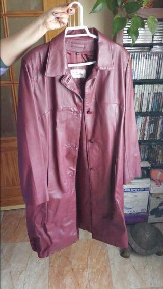 Abrigo color vino para chica talla 42