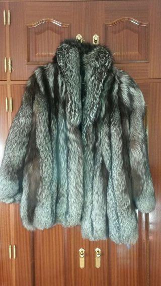 Abrigo de piel de zorro gris