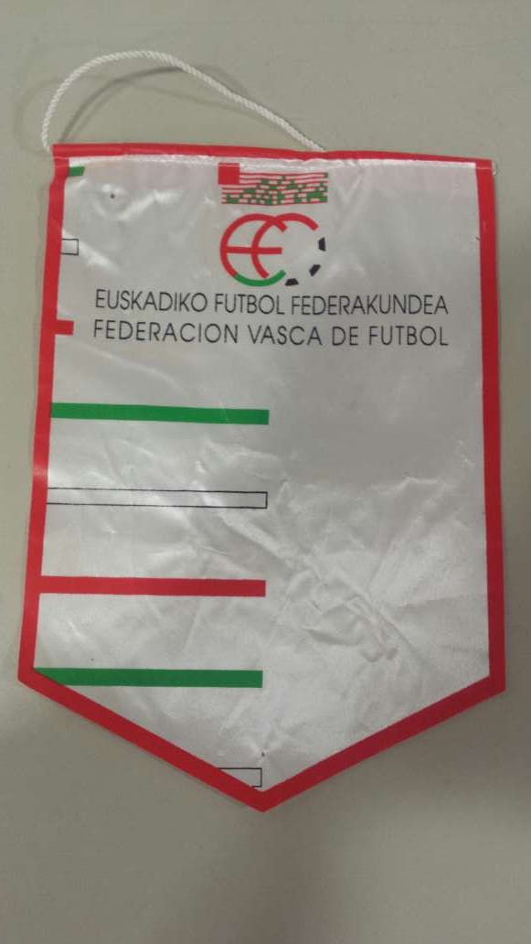 Banderín federación vasca futbol de segunda mano por 20 € en ... 2e17efcce7a54