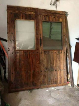 Puerta de madera con doble cristal