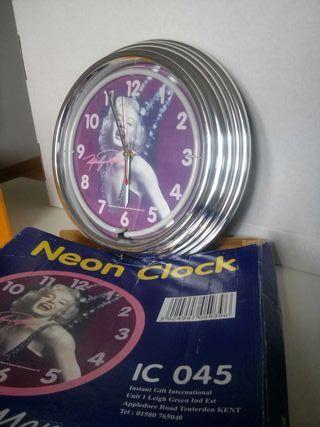 Neon clock Marilyn