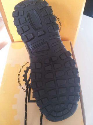 Calzado de seguridad (botas).