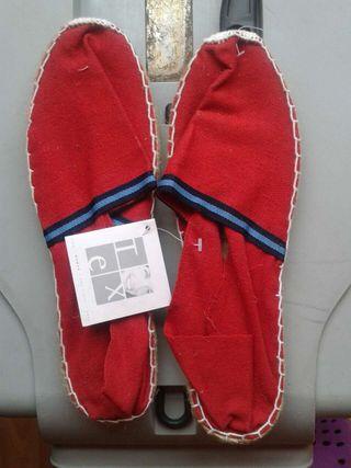 Zapatillas de lona con etiqueta