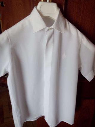 Camisa de raso blanca con bordado