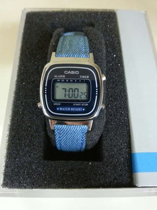 En Por € Retro La670 De Mano 35 Casio Segunda Reloj 8NOv0wmn