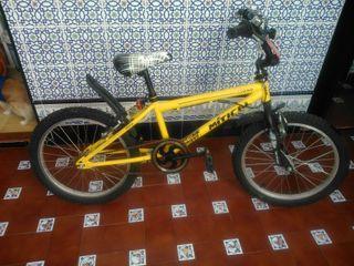 Bicicleta tipo bmx Ó CAMBIO POR DE PASEO ADULTO