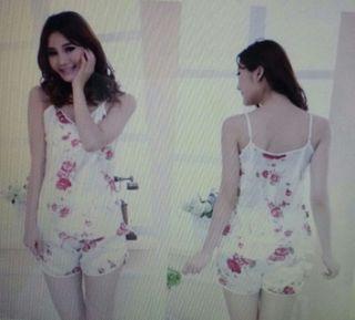 Pijama NUEVO de flores talla S - M
