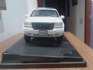 Jeep grand cherokee de juguete