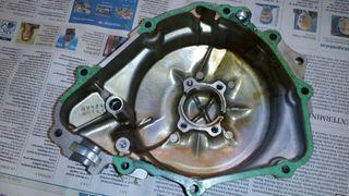 Tapa lateral del motor de honda hornet 2005