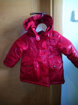 Abrigo de niña rojo talla 9-12 meses