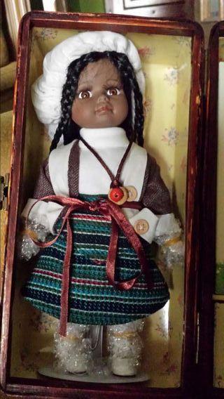 Muñeca porcelana mujercitas