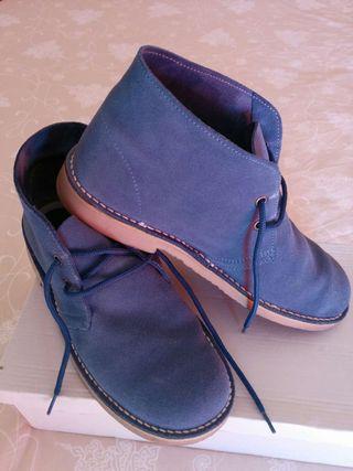 Zapato abotinado azul, piel de serraje. Núm. 39