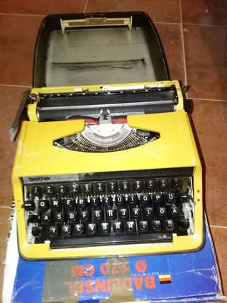 Brother. Oferta . Maquina de escribir brother antigua.