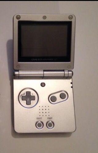 Game Boy Advance + 2 juegos