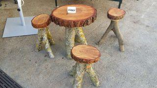 Mesa y taburetes madera