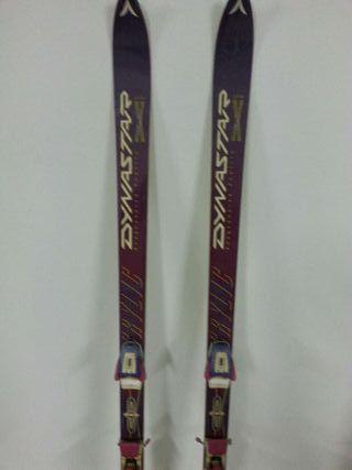 Esquis, skis, skies Dinastar
