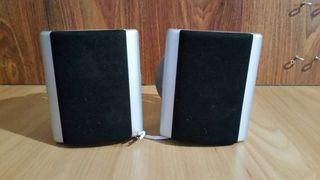 2 altavoces traseros.. 5.1 con enganche pared